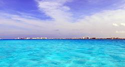 Turquoise waters between Cancun and Isla Mujeres